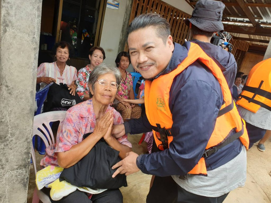 7.พลพล พลกองเส็ง มอบถุงยังชีพ